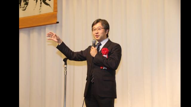 LEC東京リーガルマインドの2017年度公務員試験合格祝賀会にて朝比奈が挨拶を行いました。